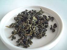 Oolong_tea_leaf