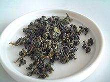 Oolong_tea_leaf