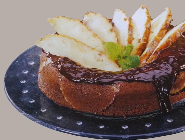 Coroa de chocolate e ananás