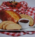 Pão de amêndoa com doce de tomate